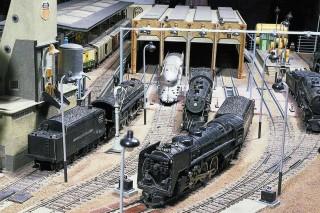 Schlepptenderloks verschiedener Bauarten werden im Bw Council Bluffs versorgt. Ein besonderes Stück ist die Stromlinien-Lok P7a Pacific 4-6-2 von Alco, Baujahr 1937.