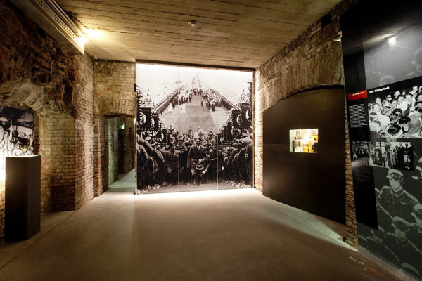 """Ausstellungsraum zum Thema """"Führer-Kult"""" im Dokumentationszentrum Reichsparteitagsgelände. Foto: Stefan Meyer"""