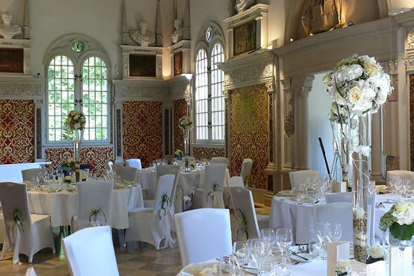 Der festlich dekorierte Hirsvogelsaal erwartet die Hochzeitsgäste. Foto: Brigitte List