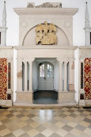 Der steinerne Kamin im Hirsvogelsaal. Foto: Uwe Niklas